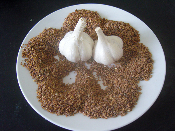 Roasted garlic granules